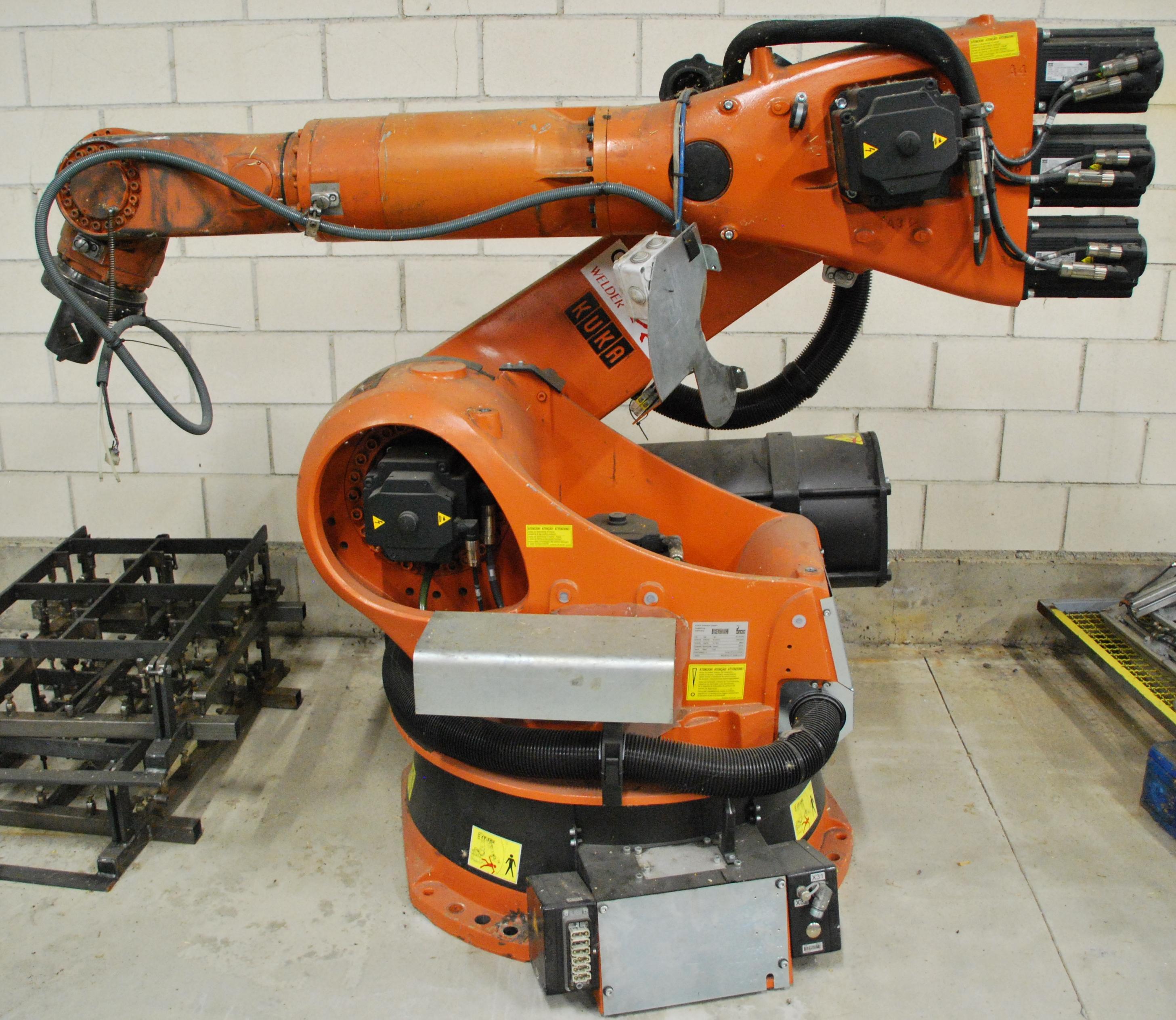 Robot industrial kuka kr 140 de segunda mano maquinas de for Robot limpiafondos piscina segunda mano