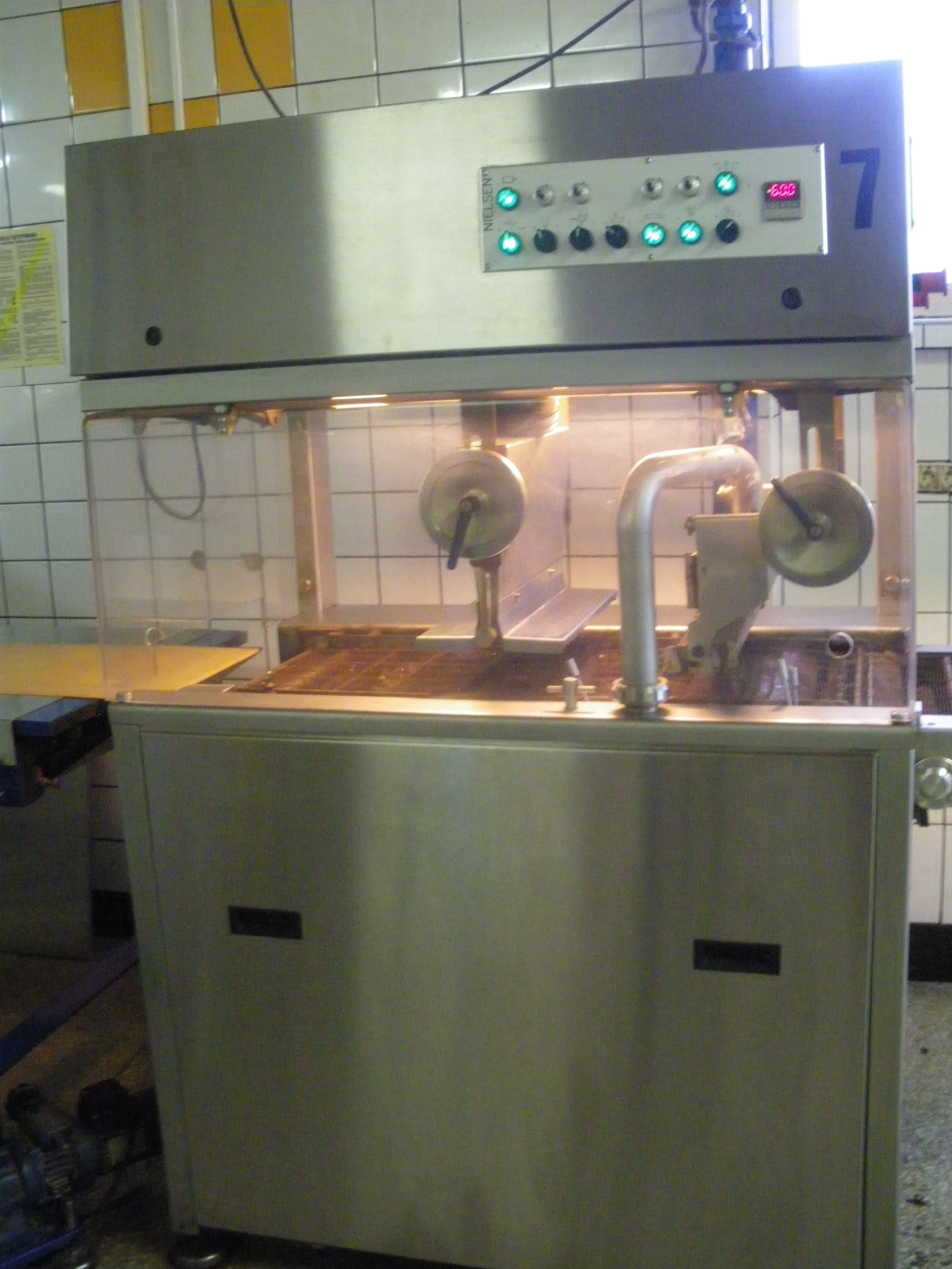 Tunnel de cuisson nielsen machines d 39 occasion exapro for Machine de cuisson