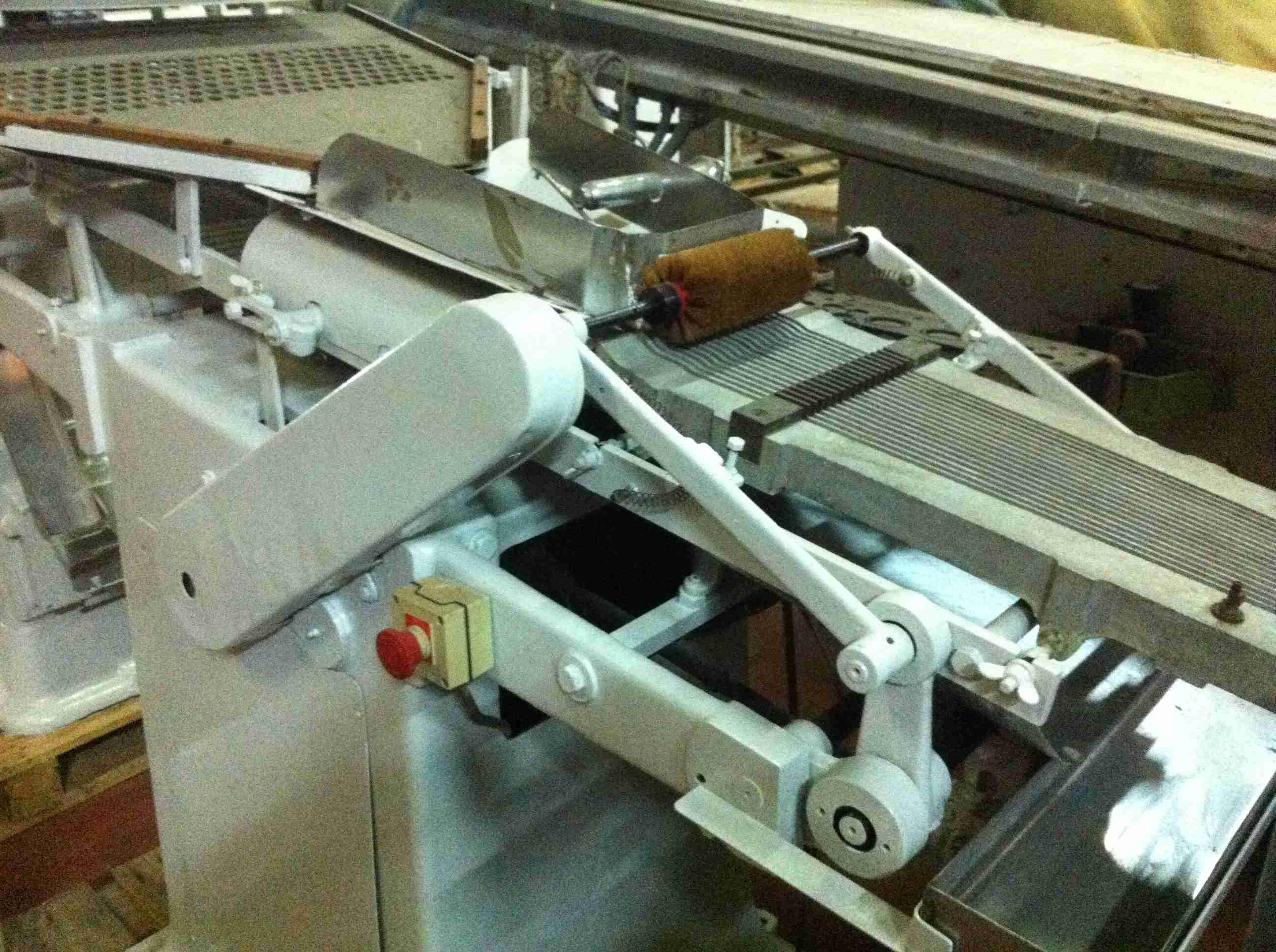 Macchina di taglio e confezionamento per dolciaria siebler for Macchinari pellet usati