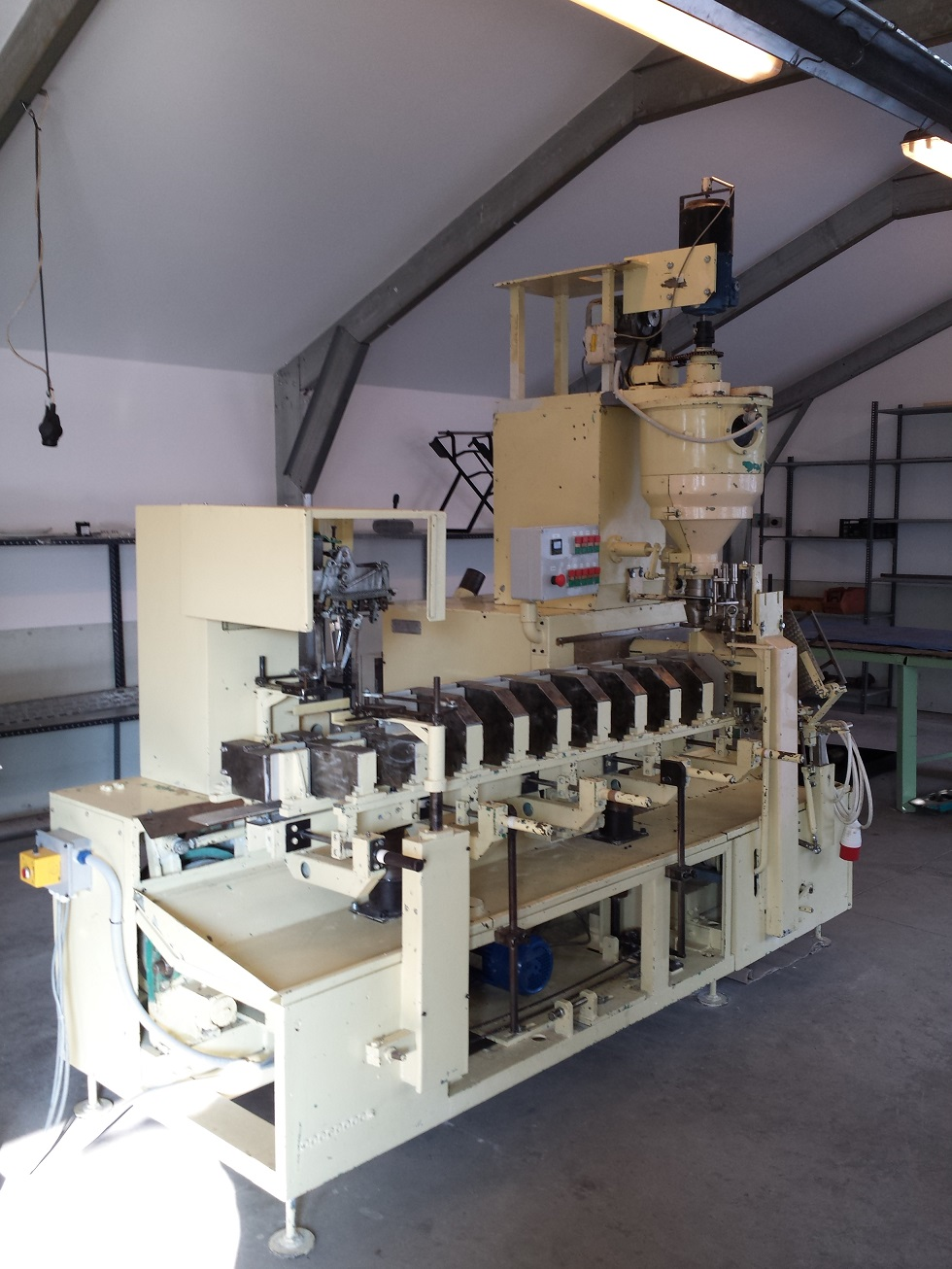 Used Fawema FA 5 filling machine for dry, free-flowing ...