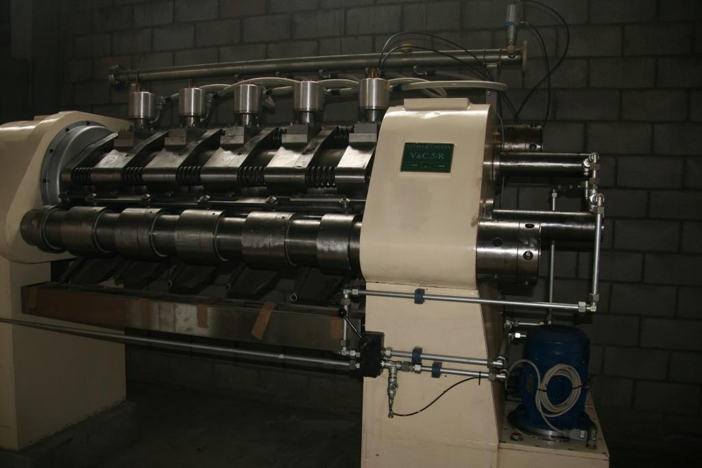 Presse à beurre de cacao hydraulique, 5pots Vitali & Caucia - Machines d'occasion - Exapro