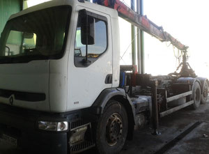 Renault PREMIUM 300 6x2 Container truck with junkyard and crane