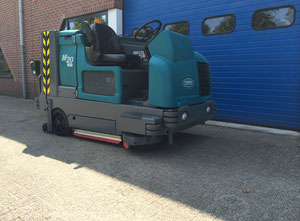 Tennant M20 Industrial Scrubber-Sweeper
