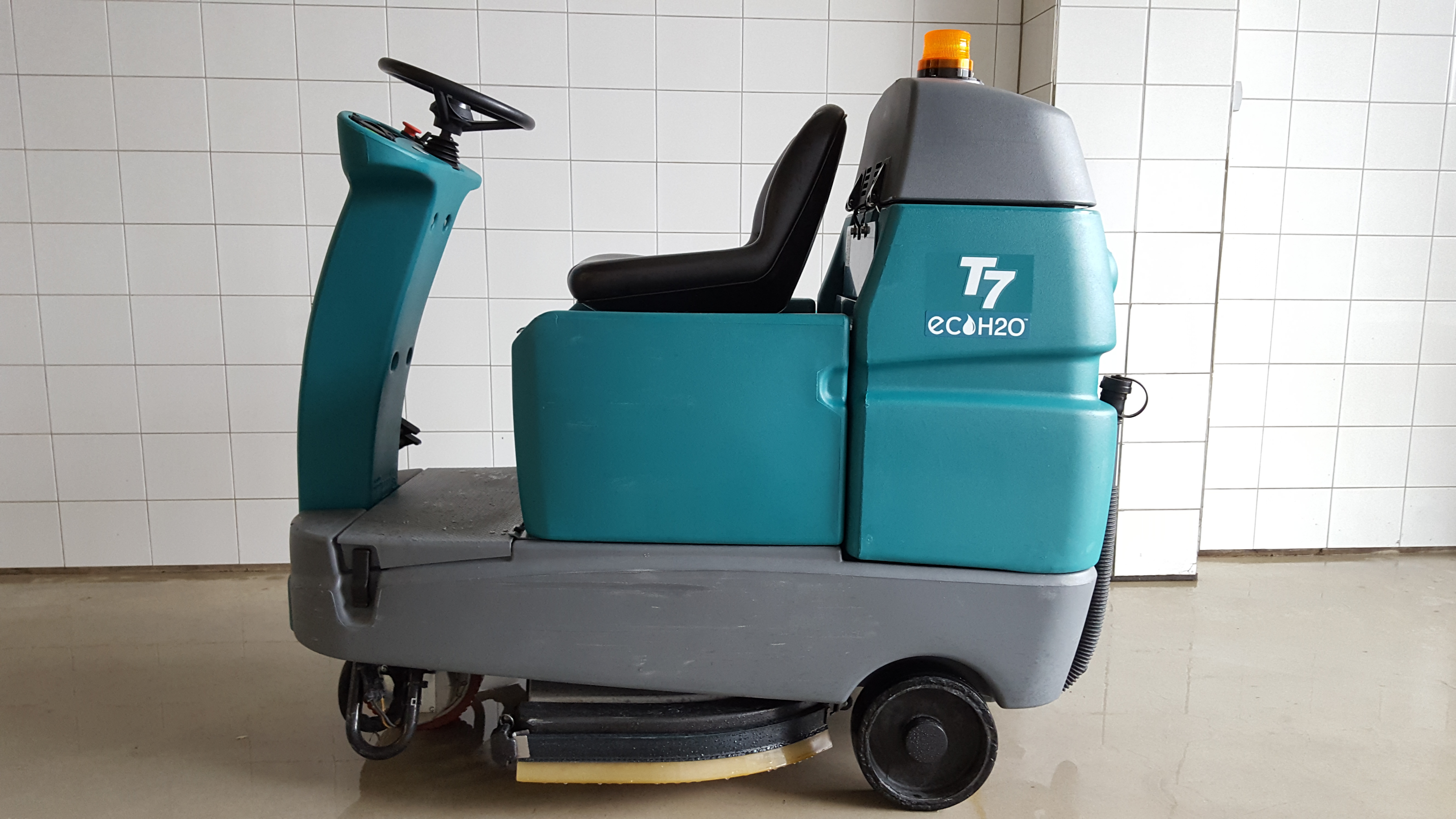 Tennant T7 Micro Rider Floor Scrubber Exapro
