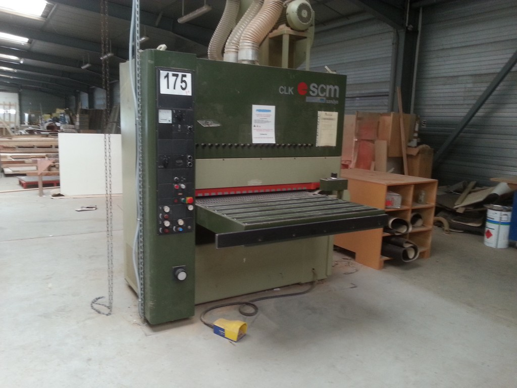 Wide belt sander for metal