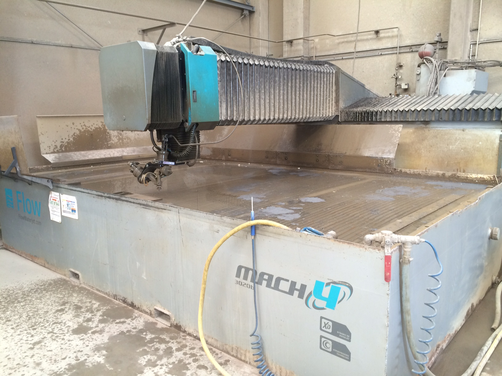 Maquina de corte con agua alta presion flow mach4 maquinas - Maquina de agua a presion ...