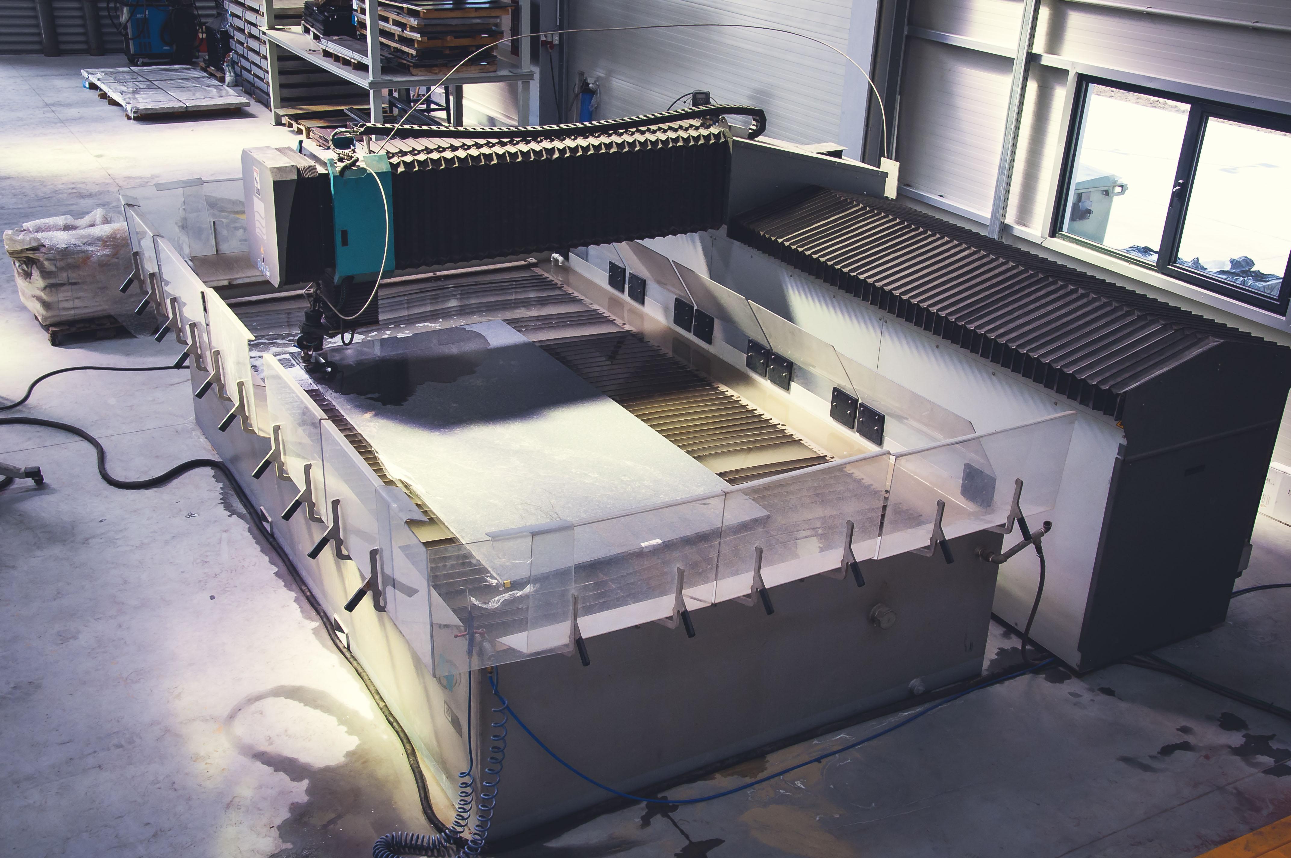 Flow Mach 4 XD waterjet cutting machine - Exapro