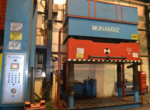 Presse hydraulique de retouche, 4 colonnes Munarriz 125 Tn