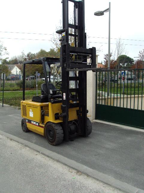 chariot elevateur electrique caterpillar ep 25 machines d 39 occasion exapro. Black Bedroom Furniture Sets. Home Design Ideas
