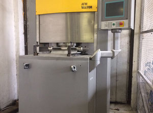 Extrudehone Vector 2000 Entgratmaschine