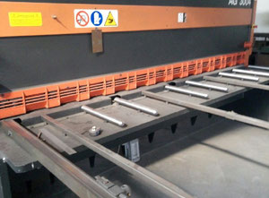 Schiavi AG3004 CNC Schere