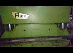 Riou R2600 metal press
