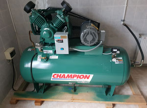 Champion 2005 Piston compressor