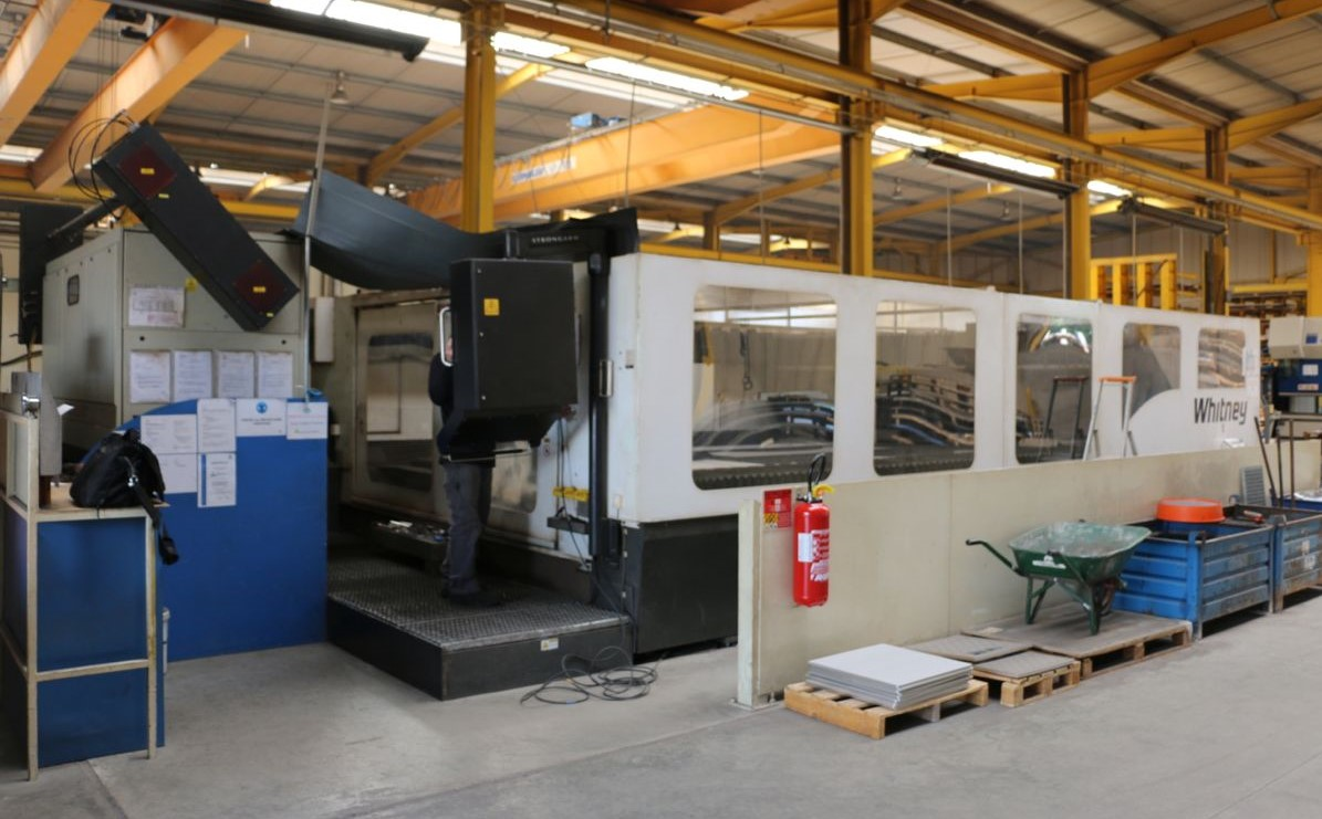 machine de d coupe laser laser whitney machine machines d. Black Bedroom Furniture Sets. Home Design Ideas
