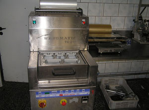Webomatic TC 2100 Tray sealer
