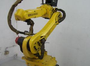 Fanuc 100i Industrial Robot