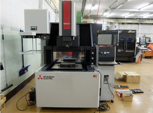 Mitsubishi Electric EA12VM ADVANCE Senkerodiermaschine