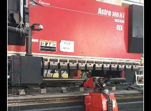Amada ASTRO 100 NT + Isola Robot Abkantpresse CNC/NC