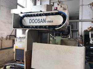 Pionowe centrum obróbcze Doosan vmc ym 84