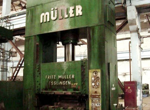Hydraulic press Muller ZE 600 - 600 ton