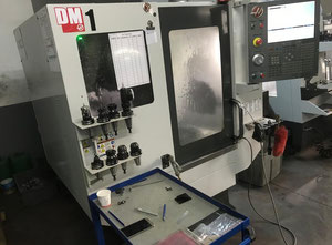 Haas DM-1 Bearbeitungszentrum Vertikal