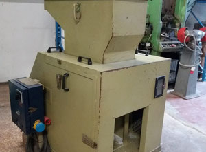 Enjeksiyon kalıplama makinesi Tria 300