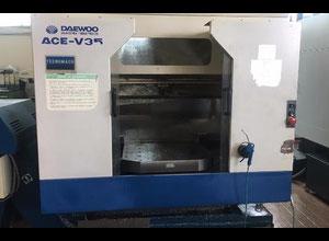 Used Daewoo V35 Machining center - palletized