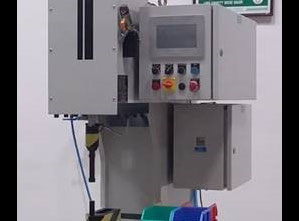 Maszyny do osadzania elementów złącznych