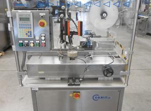 Corima (Marchesini-Gruppe) F02/S Haftetikettiermaschine zur Obenaufetikettierung (Vignetten, Bollini) von Faltschachteln