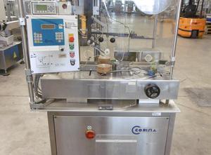 Corima (Marchesini-Gruppe) EF02 Haftetikettiermaschine zur Obenaufetikettierung (Vignetten, Bollini) von Faltschachteln, etc.