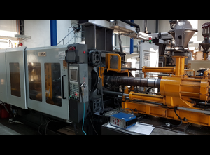 Welltec  380 F2 mit Robotsystem Spritzgießmaschine