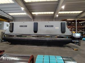 - 8000 x 200 ton Abkantpresse CNC/NC
