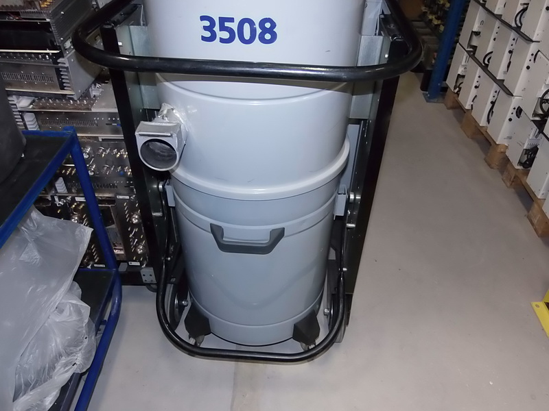 NILFISK cfm 3508 industrial vacuum cleaner lot of 3 three pieces Used  machines - Exapro