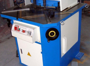 Accurl AV 204  Notching machine