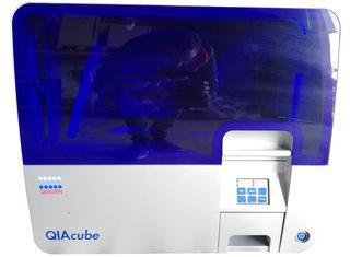 QIAGEN Qiacube P210303082