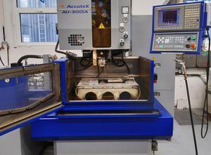 Machine d'électro-érosion par fil Accutex AU-300iA