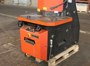 Amada VERSA 204 Notching machine