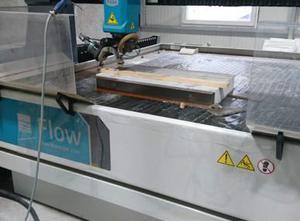 Impianto di taglio con getto ad acqua FLOW MACH 500