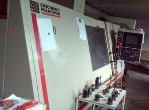 Obráběcí centrum - vertikální Cincinnati Milacron Sabre 1000