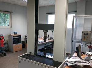 Universal testing machine - Máquina de ensayo de tracción - Metrotec LR150K PLUS